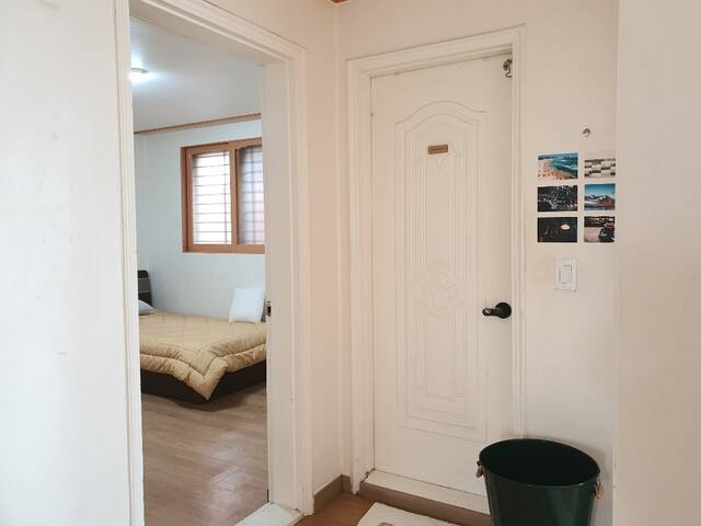 Cosy 1 bedroom in 2 bedroom house near Hong-Dae