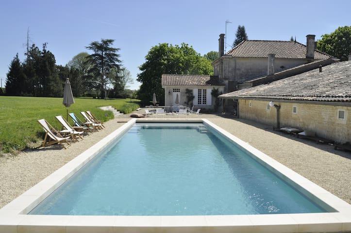 Domaine Bel Air: Maison proche de Mortagne & Royan - Lorignac - Guesthouse