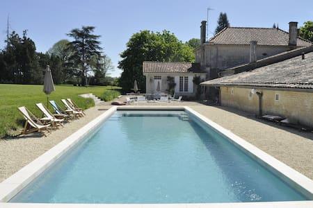Domaine Bel Air: Maison proche de Mortagne & Royan - Lorignac