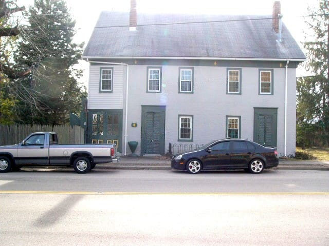 Howe Tavern /Old Stage Coach Stop - College Corner - House