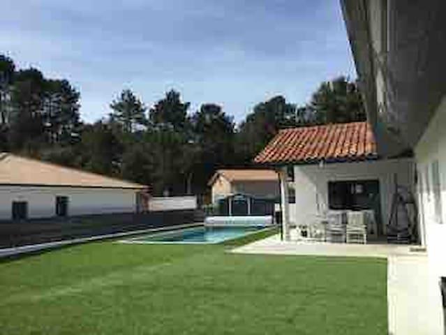 villa moderne 3 chambres avec piscine chauffée