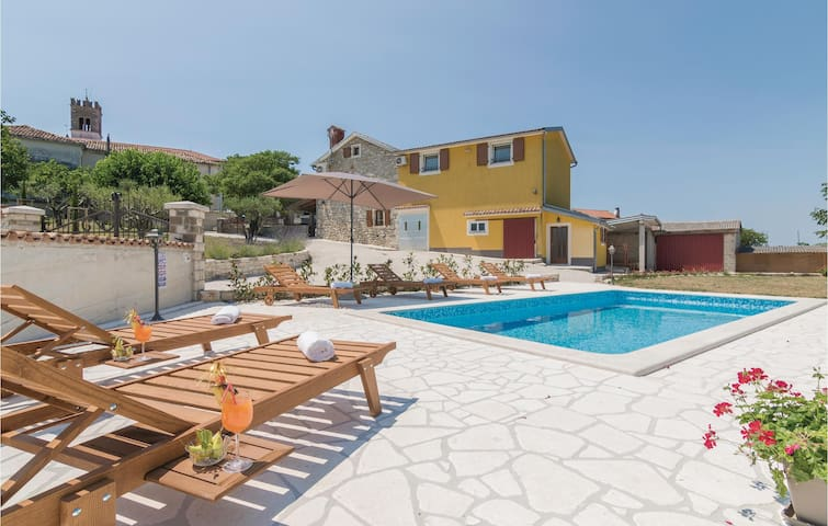 Holiday cottage with 4 bedrooms on 131 m² in Nova Vas