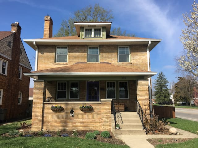 1900 Colonial in Historic Irvington - Индианаполис - Дом