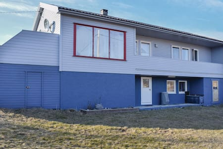 Former farm house with 3 bedrooms on 140m² in Selvær