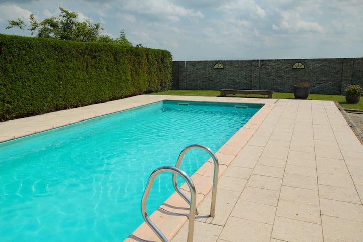 Pittoreske villa in Noord-Holland met zwembad