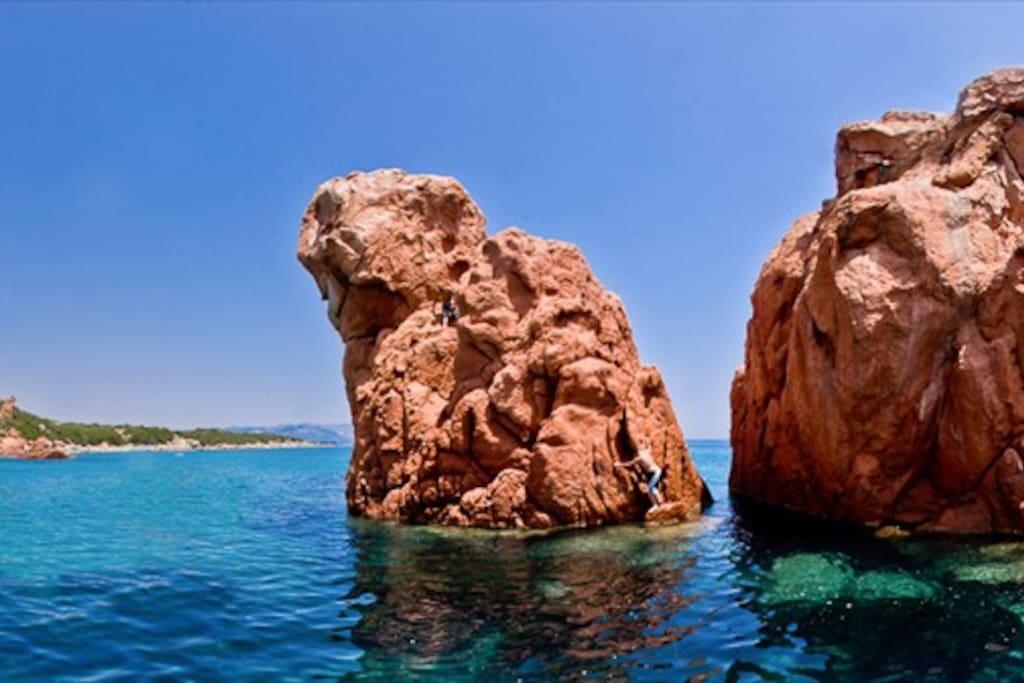 Faraglioni Spiaggia di Cea / Cea Beach Red Stones