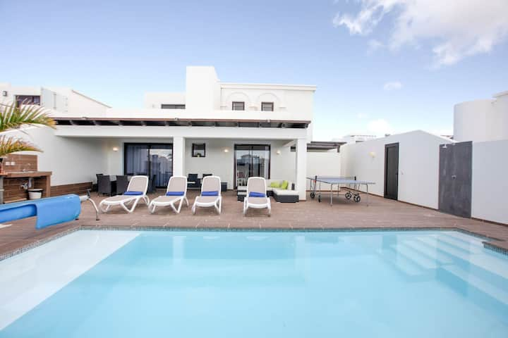 Majestic Holiday Home in Playa Blanca with Private Pool