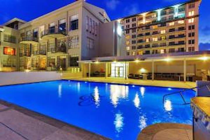 Heritage apartment **rooftop pool, spa, Sauna **