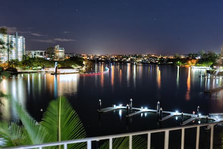 RIVER FRONT LIVING !! YOUR PICTURE PERFECT HOLIDAY - 袋鼠角(Kangaroo Point) - 公寓