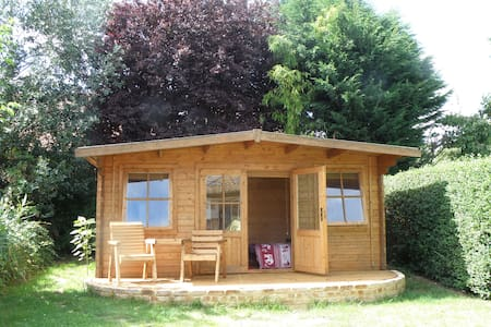 Lovely log cabin with TV and free Wi-Fi - Kabin