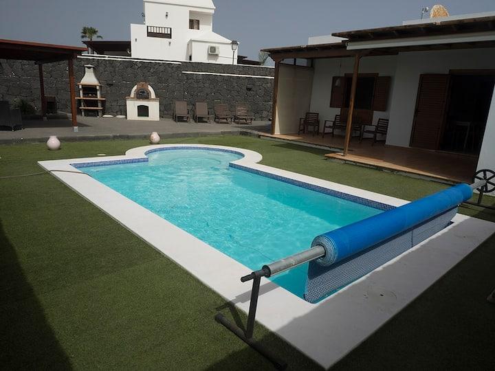 Villa with heated pool n Playa Blanca / Lanzarote