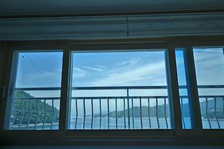 바다 전망의 경치가 아름다운 집