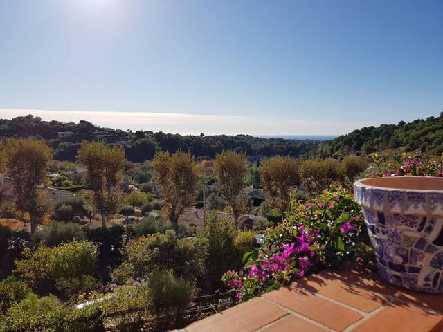 Ravissante maison de village provençal avec vue