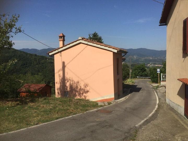 Casetta nelle colline di Pistoia
