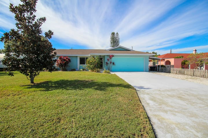 Florida Daydreaming: Friendly 3 BR / 2 BA Home with pool. West Bradenton 36.