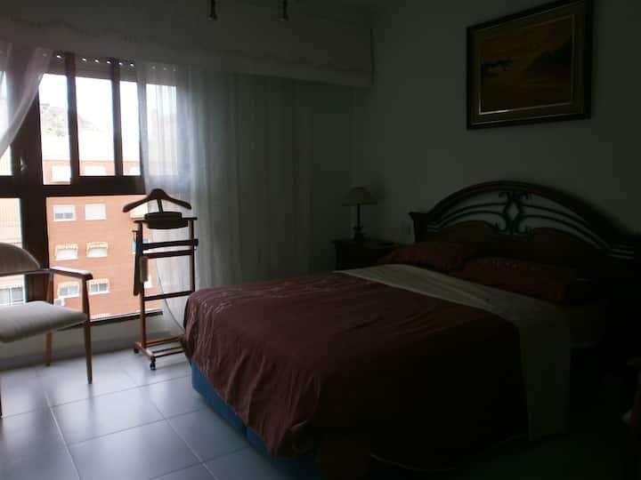 *Отдельная комната со своей ванной.Урбанизация.