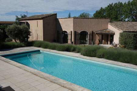 Loue mas centre village à Maussane les Alpilles - Maussane-les-Alpilles