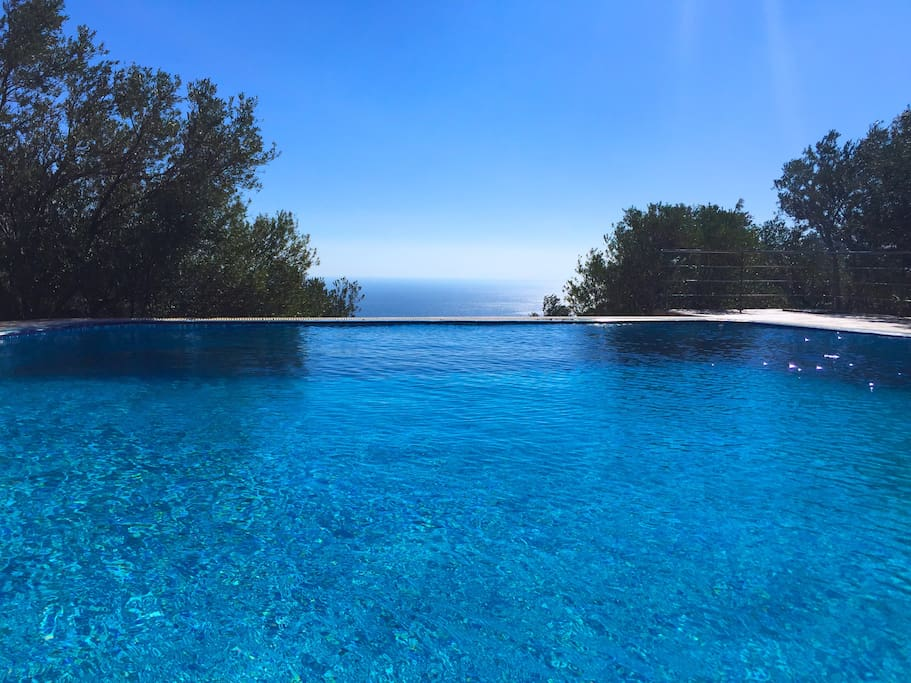 Pool mit Meerblick