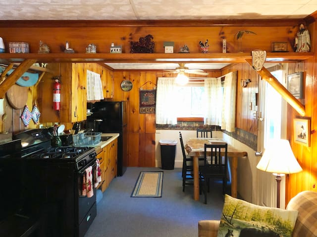 Quaint Cabin-View of Lake Harmony-Close to Dining