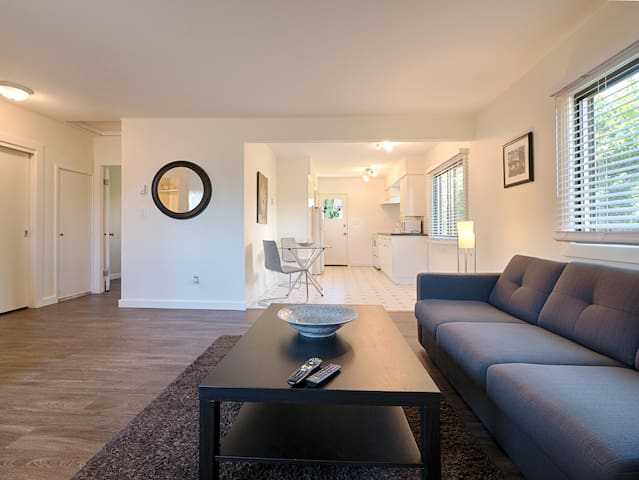 The CORNERSTONE, 1BR LOWER GIBSONS
