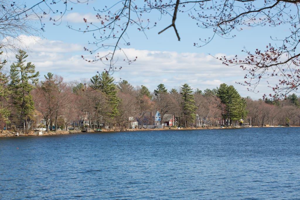 Beautiful Lakefront Vacation awaits!