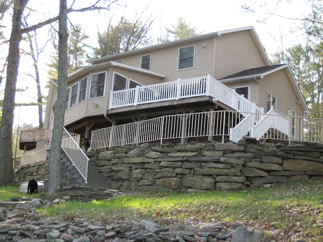 Beautiful Lakefront in the Poconos - Lakeville - Rumah