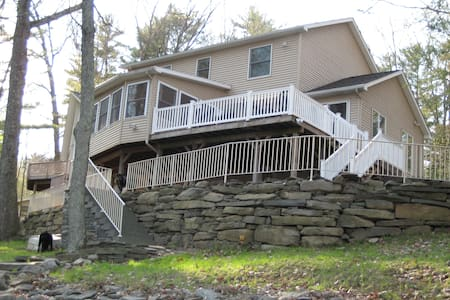 Beautiful Lakefront in the Poconos - Lakeville - Huis