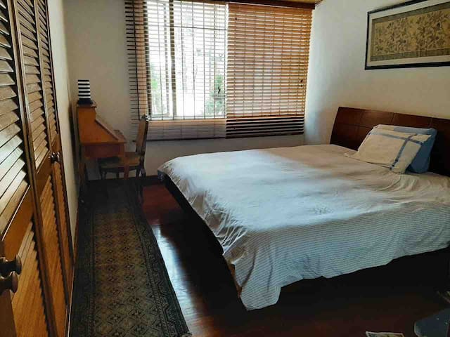 Amazing and Spacious room in the heart of Bogota