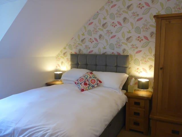 Woodbine House Room 1 (double ensuite) - Uig