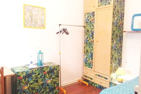 Tropical room in Tarrega center - Tàrrega - House