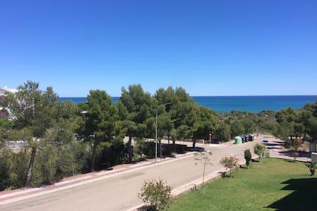 PENISCOLA font nova patios1 vista al mar y montaña