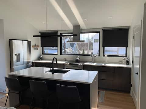 New Private Modern Carriage House