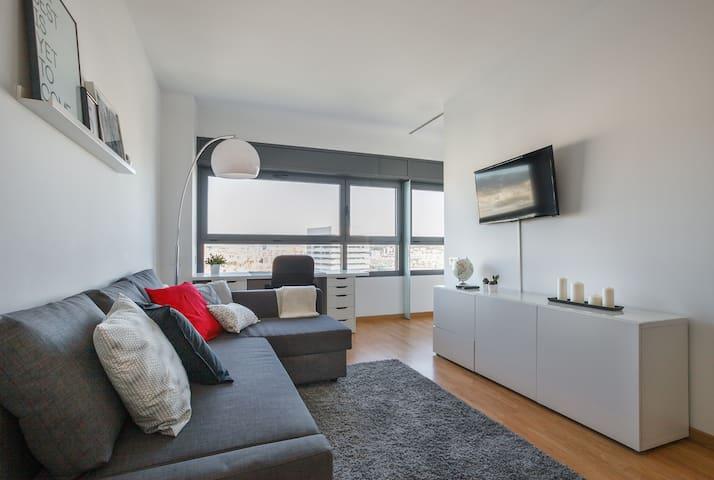 ❤️Breathtaking views, Pool & Design - L'Hospitalet de Llobregat - Appartement