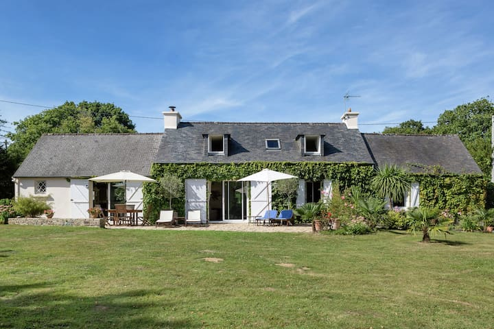 Sublime holiday home in a peaceful location with garden, 4 km from the sea in Brittany