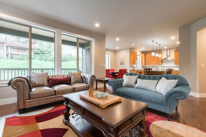 Gorgerous new   6br  house near Bellevue/Seattle !