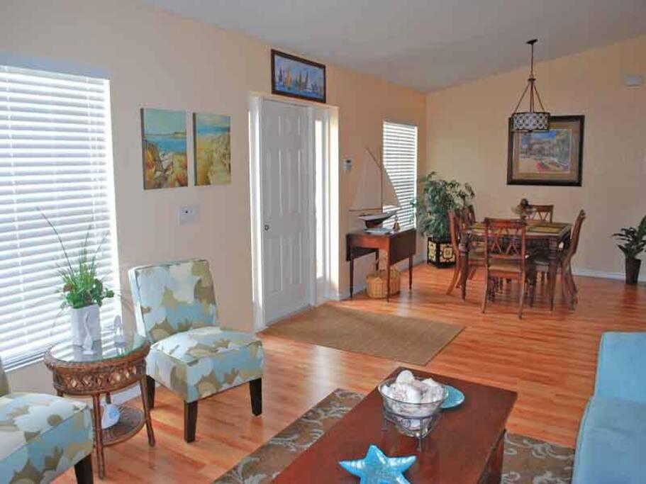9347 Loyola Ave. Living Room
