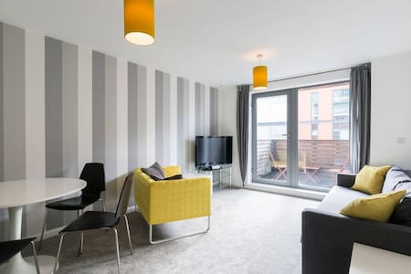Entire clean city centre apartment - Birmingham
