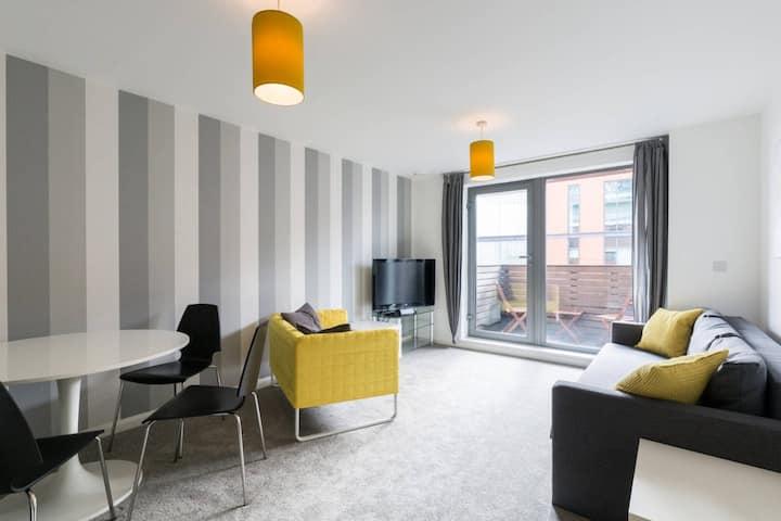 Entire clean city centre apartment