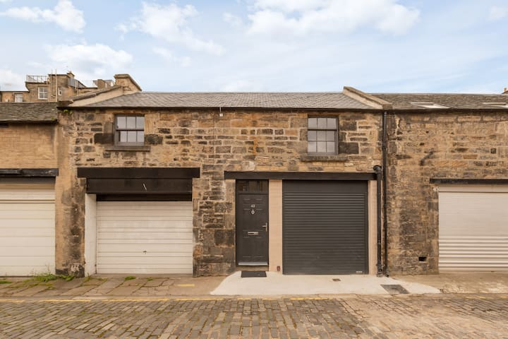 Cool Mews House in The Heart of the City