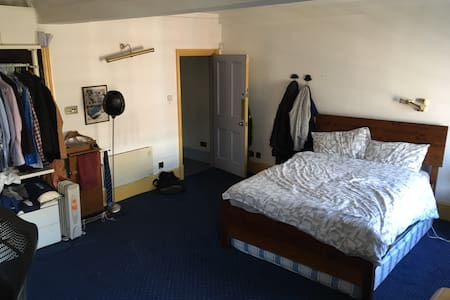 Large bedroom right in the heart of Soho - London - Apartment
