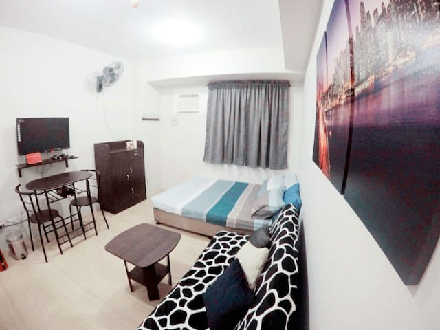STAYCATION in cozy home place w/ amenities - Quezon City - Wohnung