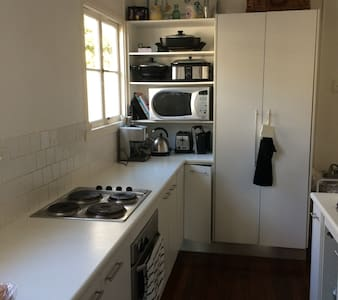 Beach House for rent 23/12 to 30th - Redcliffe