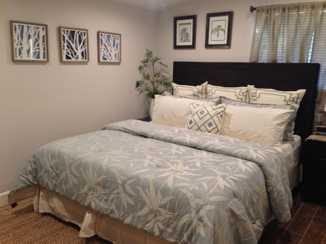 Master Bedroom w/Cal King Bed