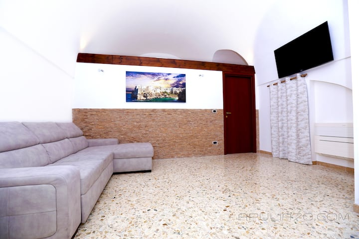 "APULIA 70 ""THE CAVE"": wifi,kitchen,clima,4KsmartTV"