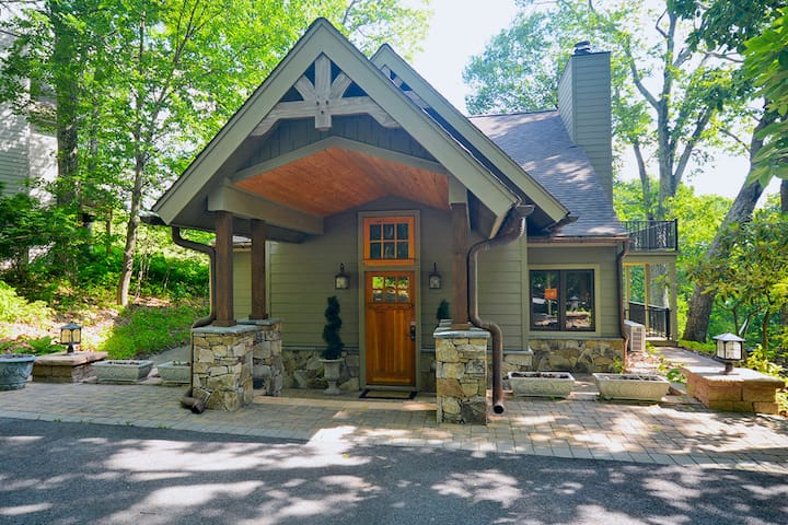 Family Mountain Lodge w/Sun Room, Gas Fire Pit, & Wintergreen Resort Access