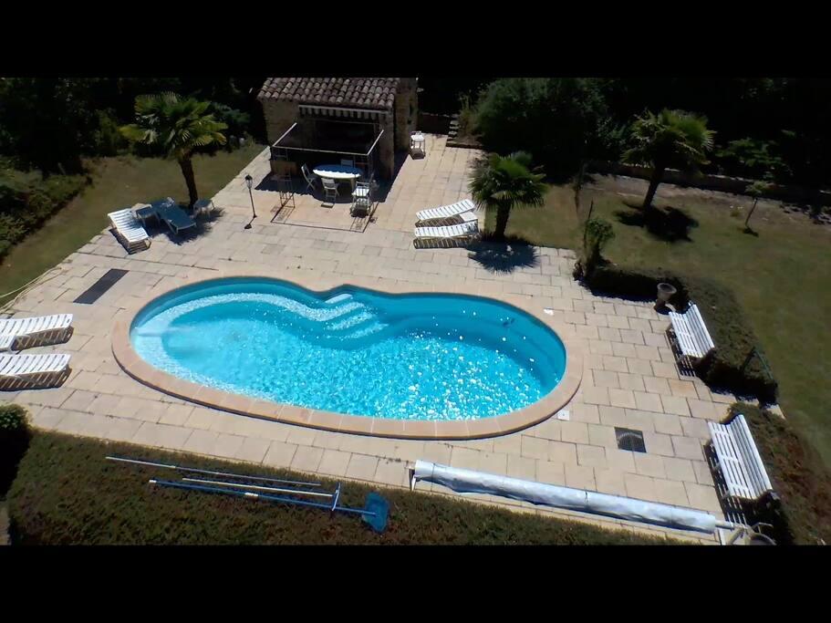 Logement avec piscine et terrain de jeu g tes louer for Piscine aubenas