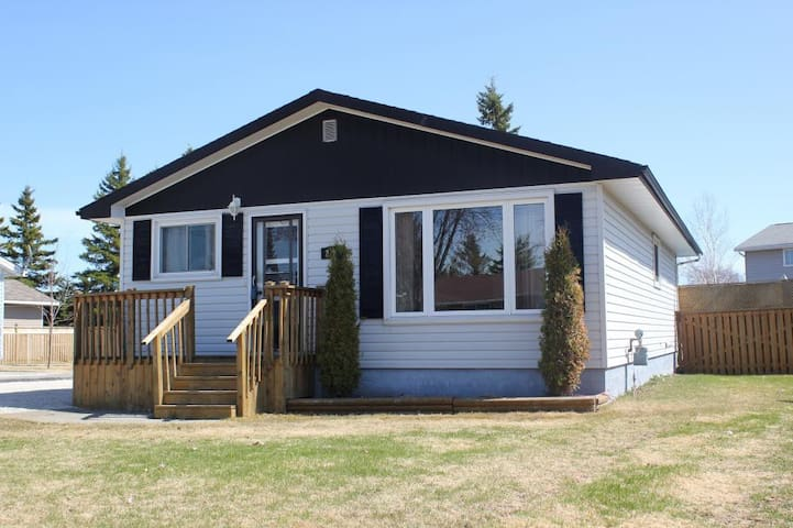 Private room in quiet neighborhood - Temiskaming Shores - Dům