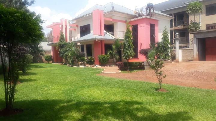 FOUR BEDROOM MODERN FLAT IN JINJA. 3 BATHROOMS.
