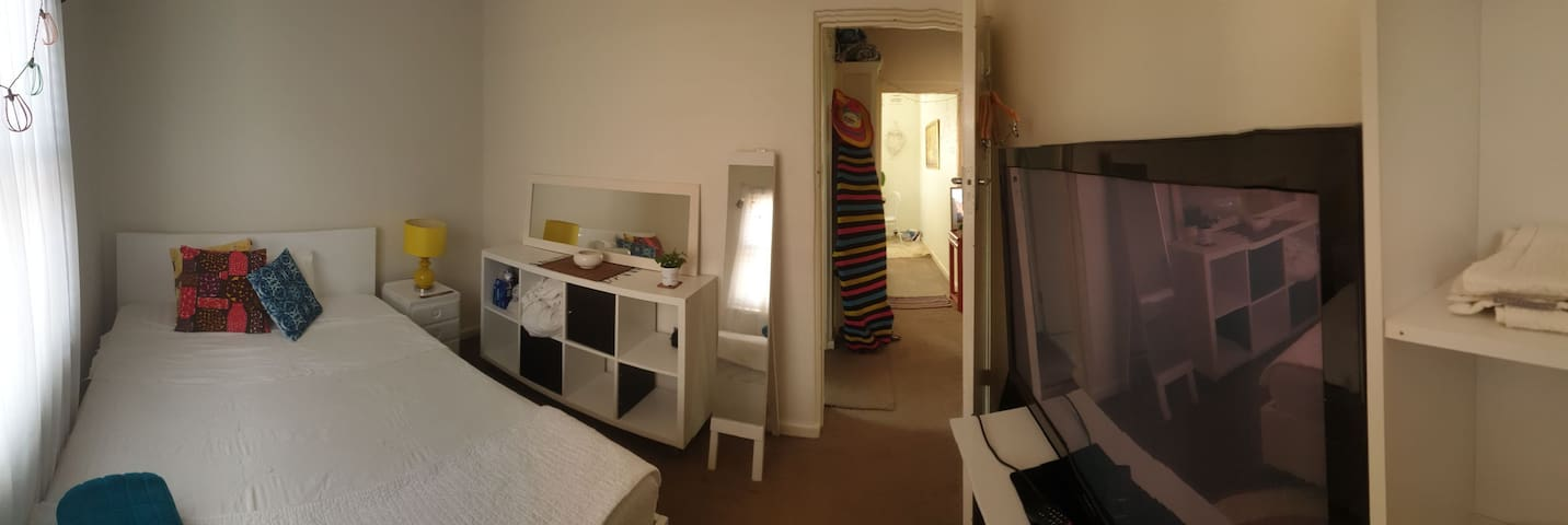 Cozy room in duplex, close to manly beach and shop