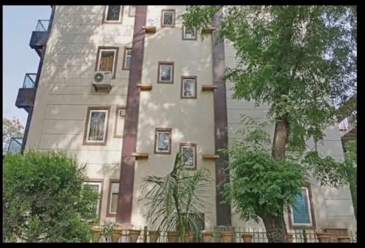 1 BR Apartment in Lajpat Nagar ..................